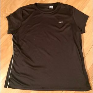 Tops - Athletic shirt - black with white piping on sides